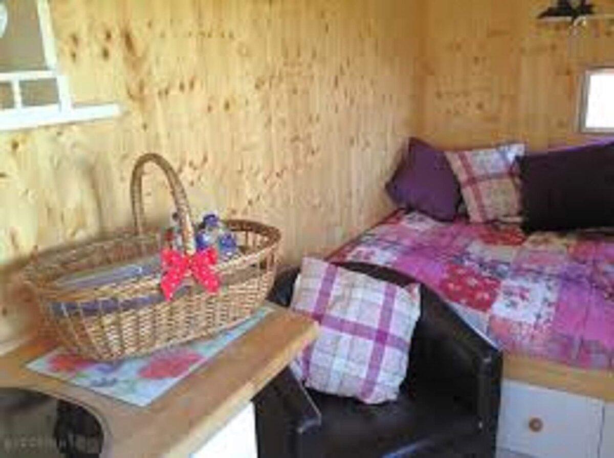 Bluebell Shepherds Hut 3