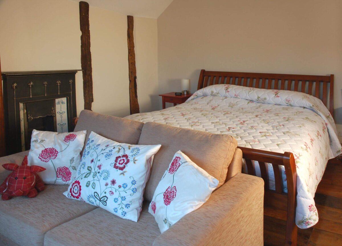 Huntlands Farm 2 The Farmyard Room double sofa bed