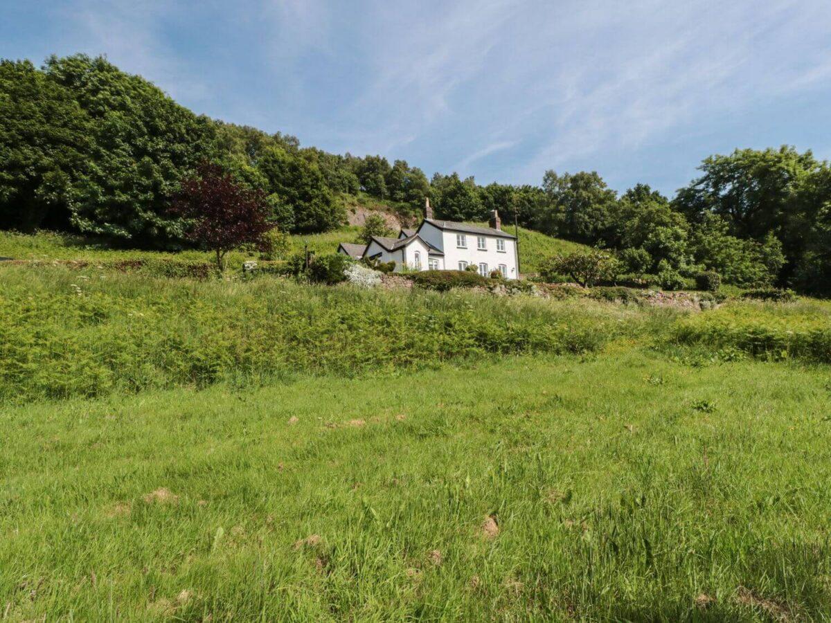 Lilac Cottage 1